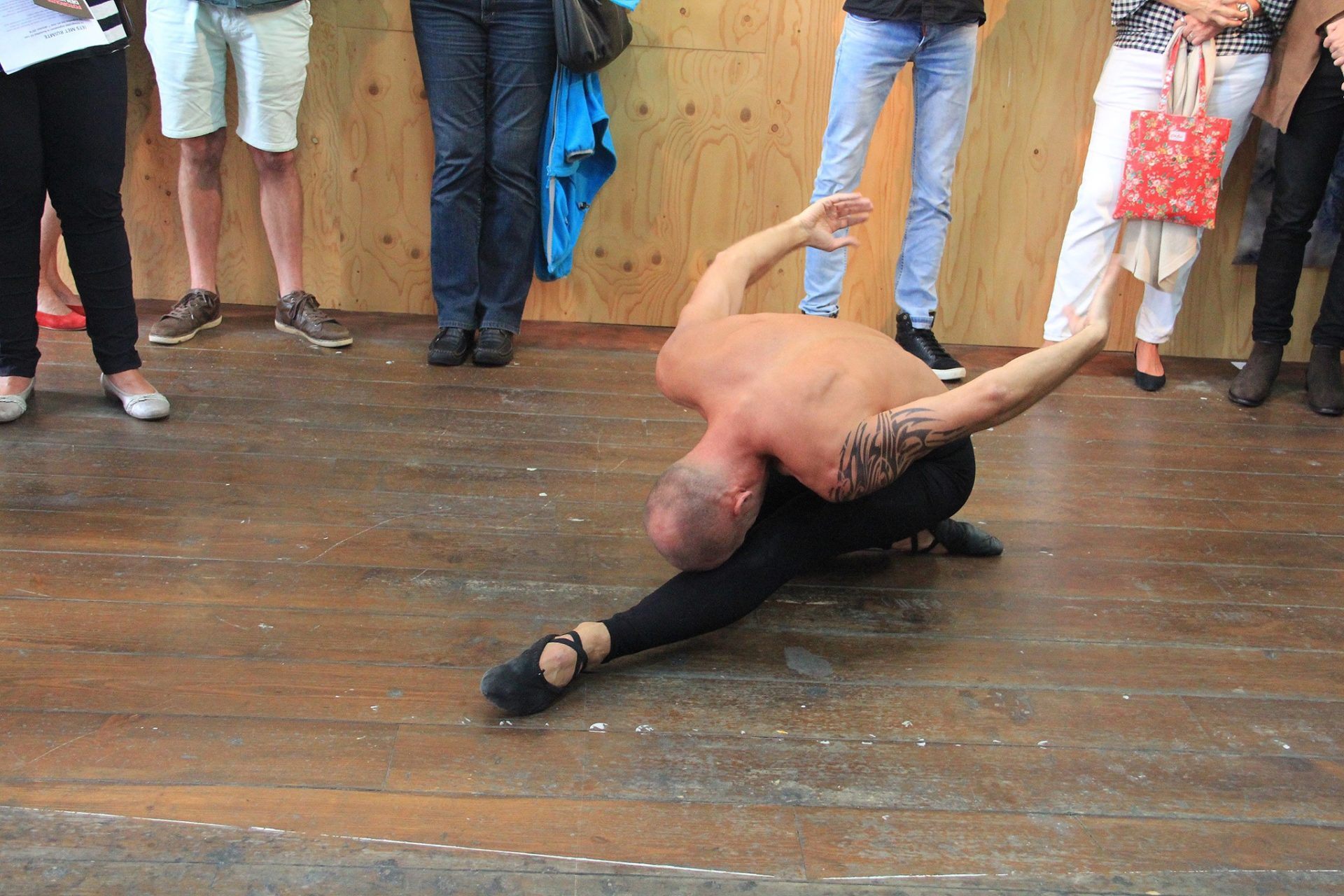 Performance at the opening in Kunsthal 45, Den Helder