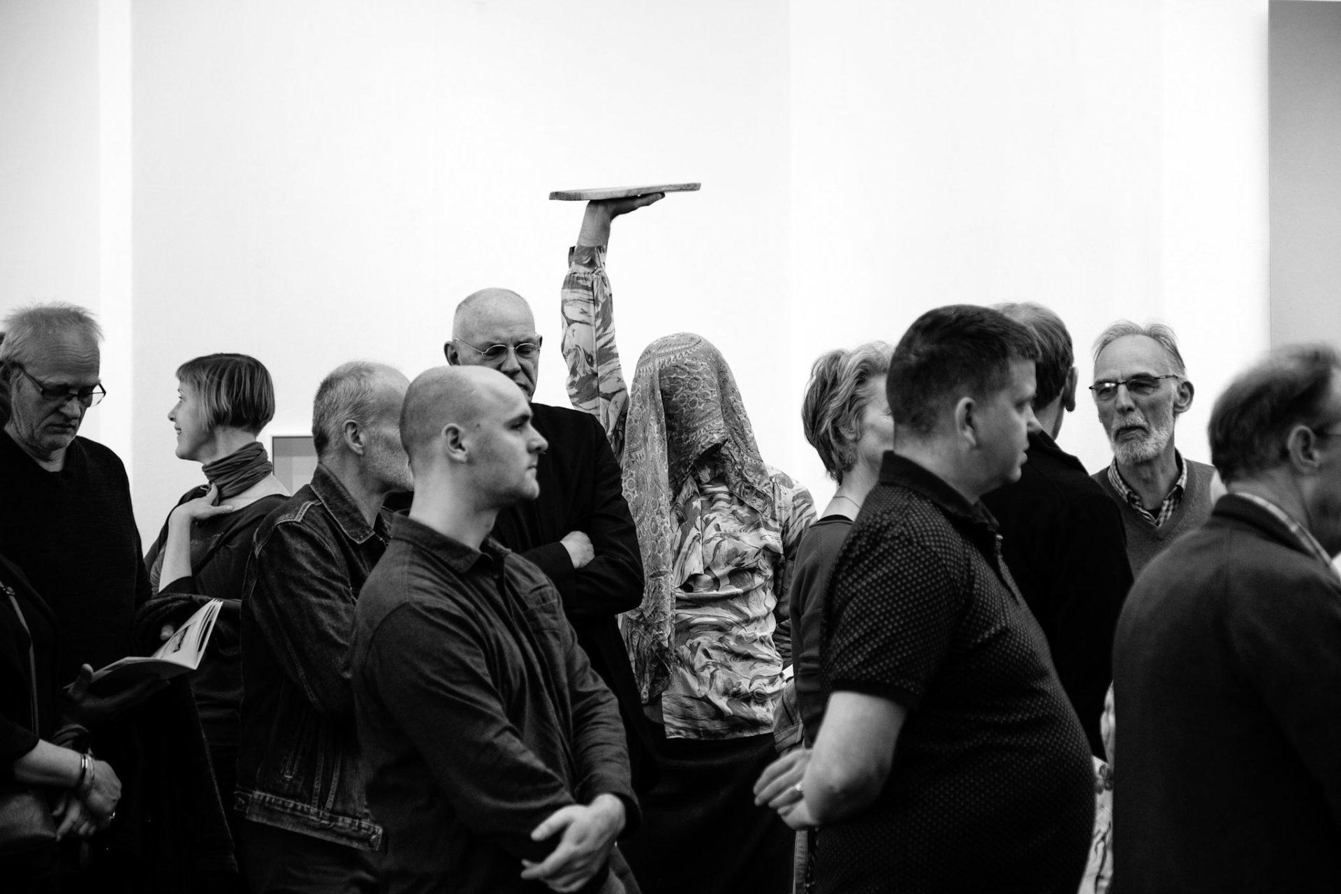 Performance in Kunstlievend Genootschap PICTURA, Groningen, Photo: Sven Sleur